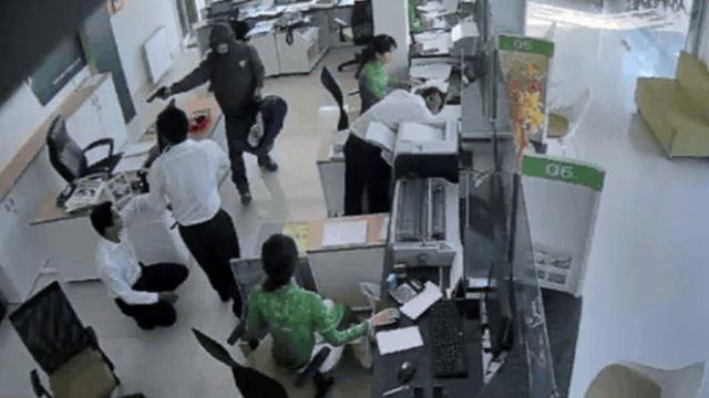 Nghi phạm cướp ngân hàng đã mang 1,5 tỉ đồng trả cá độ