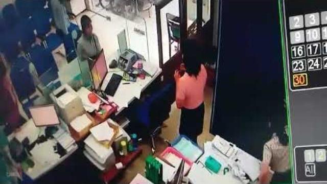 Clip cận cảnh quá trình cướp ngân hàng táo tợn ở Tiền Giang