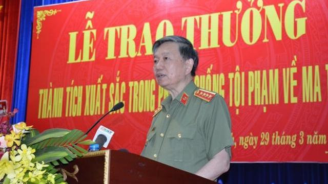 Bộ trưởng Bộ Công an Tô Lâm trong buổi trao đổi với báo chí