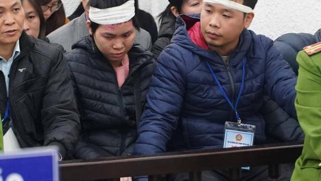 Thảm án Đan Phượng: Nạn nhân Đỗ Thị Hồng Nhung cúi mặt rưn rưng khóc