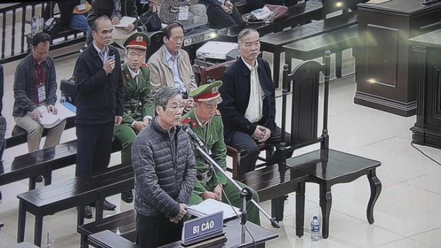 Bị cáo Nguyễn Bắc Son khai trước tòa sáng 17-12