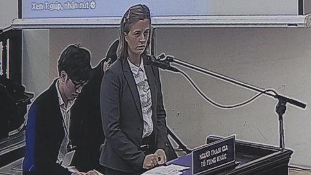 Vợ bị cáo Phạm Nhật Vũ phát biểu tại tòa chiều 17-12