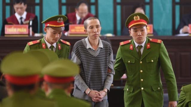 Người dân vỗ tay khi 6 bị cáo giết nữ sinh giao gà bị đề nghị tử hình