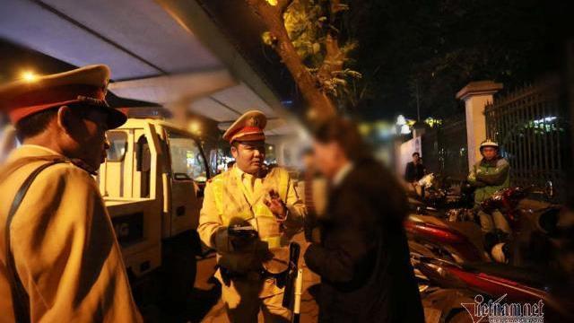 Người đàn ông say xỉn chống đối CSGT bị phạt 7 triệu