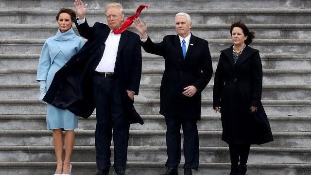 Cựu Tổng thống Mỹ Barack Obama và phu nhân chào tạm biệt Washington