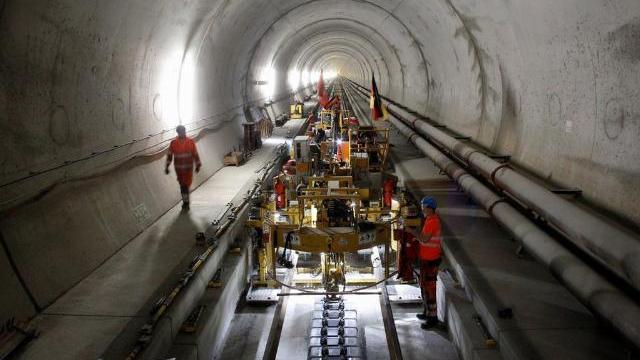 Những đường hầm dài không tưởng trên thế giới