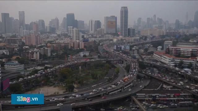 Video tua nhanh kẹt xe ở Bangkok từ ngày đến đêm