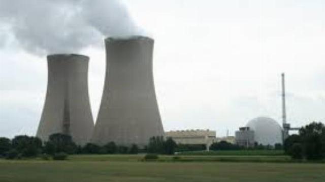 Máy bay chở khách mất liên lạc, Đức đóng cửa 5 nhà máy điện hạt nhân