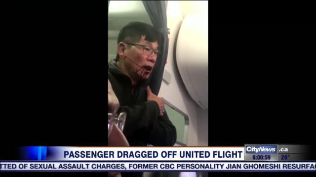 Lôi khách xuống máy bay, hãng hàng không Mỹ bị chỉ trích dữ dội