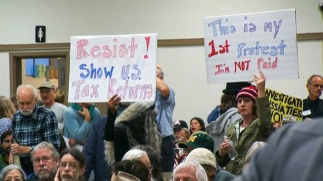 Biểu tình đòi tổng thống Donald Trump công khai báo cáo thuế