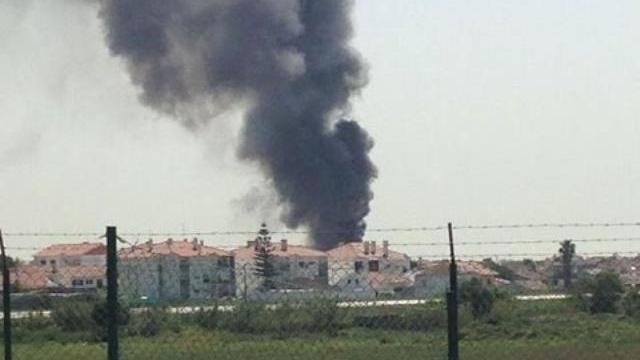 Hiện trường máy bay rơi gần siêu thị ngoại ô Lisbon