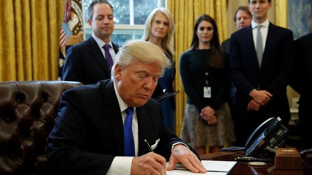 Trump ký sắc lệnh xây tường ở biên giới với Mexico hồi tháng một