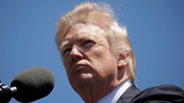 Tiết lộ thông tin mật cho Nga, ông Trump có phạm tội phản quốc?