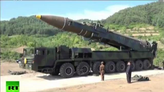 Ông Kim Jong Un trực tiếp chỉ huy phóng tên lửa liên lục địa