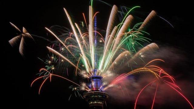 Thủ đô Auckland của New Zealand bắn pháo hoa tưng bừng chào năm mới 2018