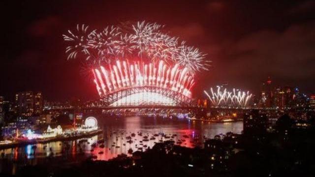 Pháo hoa năm mới 'danh bất hư truyền' tại cầu cảng Sydney