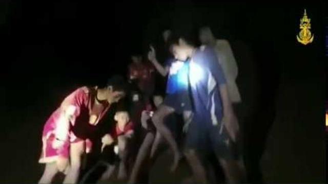 Đội bóng Lợn Hoang, Thái Lan khỏe mạnh trong hang tối sau 10 ngày mắc kẹt