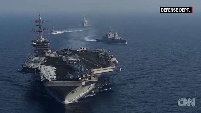 """Phóng viên CNN sốc khi đến biển Đông: Gần trăm tàu Trung Quốc """"nhung nhúc"""" ở Đá Subi"""
