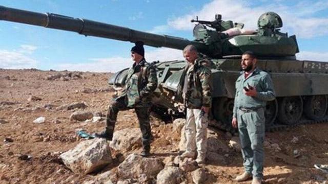 Vắng bóng không quân Nga, quân đội Syria vẫn dồn dập tập