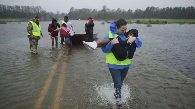 Mỹ tả tơi vì siêu bão Florence