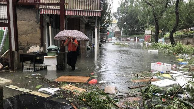 Siêu bão Mangkhut càn quét Hong Kong, Trung Quốc