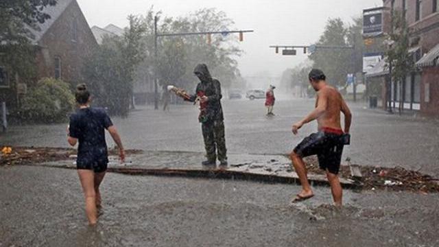 Bão Florence đổi hướng, Mỹ đối mặt điều tồi tệ nhất