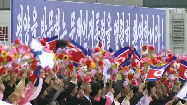 Rừng cờ hoa chào đón Tổng thống Hàn Quốc ở Bình Nhưỡng