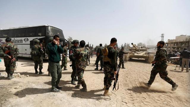 Phiến quân thân Thổ Nhĩ Kỳ phóng hỏa tiễn vào quân đội chính phủ Syria ở Idlib hôm 9/9.
