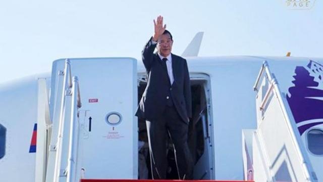 Thủ tướng Hun Sen lên máy bay sang Việt Nam dự Quốc tang Chủ tịch nước Trần Đại Quang.