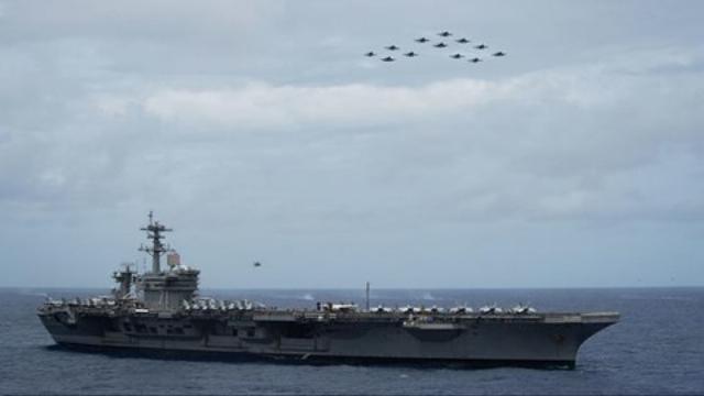 Quân đội Iran tung loạt tàu tấn công nhanh truy đuổi tàu sân bay Mỹ