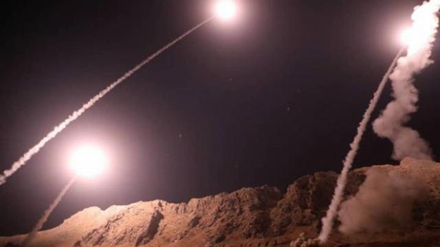 Iran ồ ạt tấn công quân nổi dậy ở Syria bằng tên lửa đạn đạo