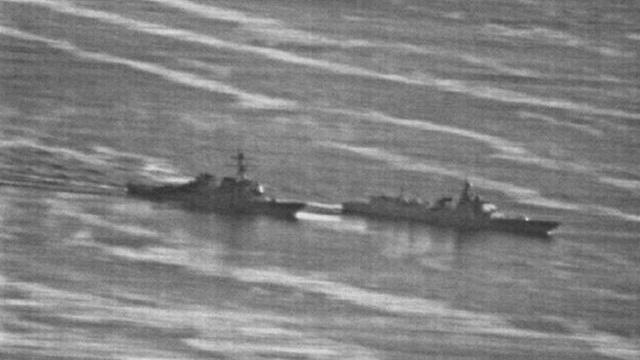 Thủy thủ tàu USS Decatur theo dõi tàu khu trục Trung Quốc