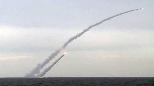 Tên lửa Kalibr Nga tung cú đánh sấm sét, căn cứ địch sụp đổ