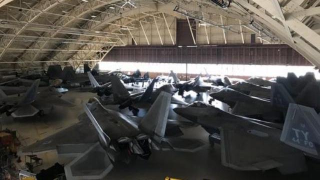 Căn cứ tiêm kích F-22 bị bão mạnh nhất thế kỷ ở Florida tàn phá