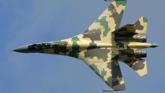 """Nếu F-22 Mỹ để tiêm kích Su-35 Nga """"nắm thắt lưng"""", điều gì sẽ xảy ra?"""