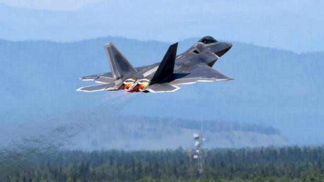 Tiêm kích F-15 Mỹ diễn tập tại một căn cứ ở nước ngoài.