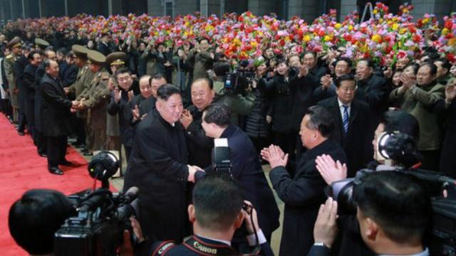 Cảnh ông Kim Jong Un về tới Triều Tiên sáng 5-3