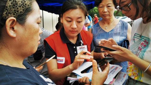 Siêu thị Mỹ khai trương, dân Trung Quốc chen mua hỗn loạn