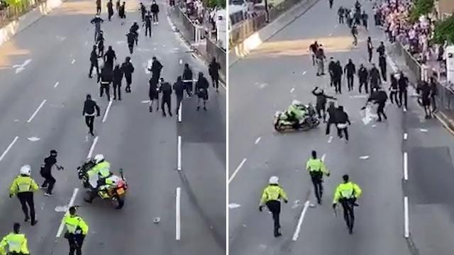 Cảnh sát Hồng Kông lái xe xông vào người biểu tình