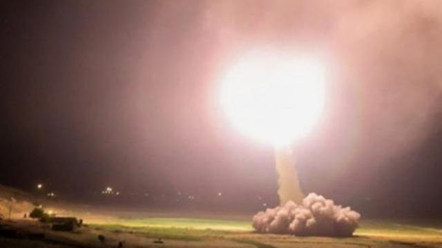 Những khoảnh khắc đầu tiên của cuộc tấn công trả đũa Mỹ của Iran vài ngày sau vụ sát hại Thiếu tướng Soleimani