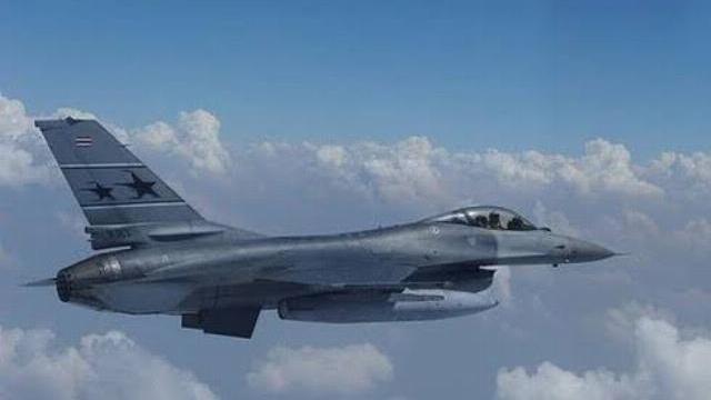 Máy bay chiến đấu của LNA không kích Misrata, Libya.