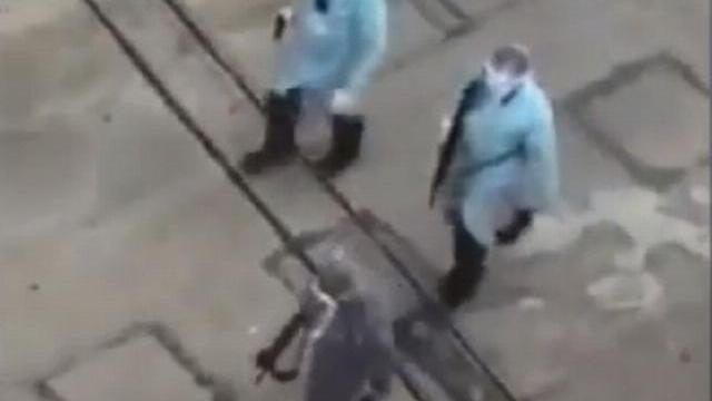 Thực hư clip cáo buộc cảnh sát Vũ Hán bắn bệnh nhân COVID-19 trên phố