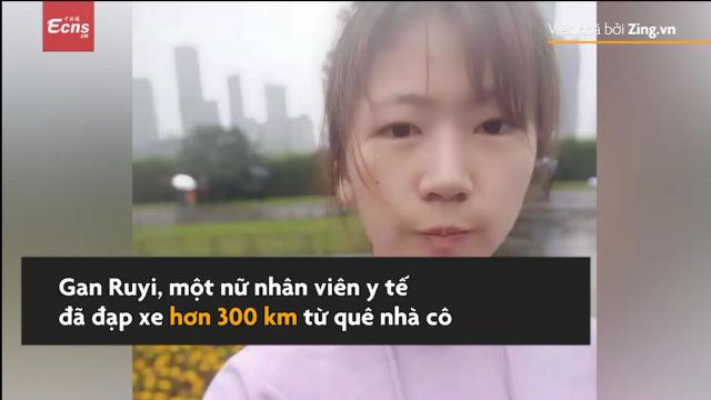 Bác sĩ tự đạp xe 300 km quay về Vũ Hán chữa trị cho bệnh nhân