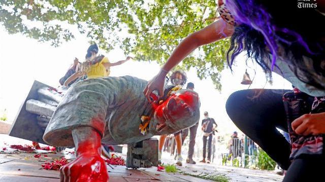 Tượng Linh mục Junipero Serra ở Los Angeles bị kéo đổ vì cáo buộc đàn áp thổ dân da đỏ