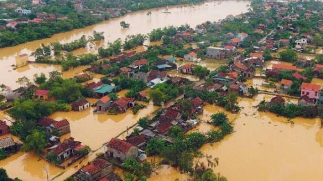 Lũ chảy như thác ở Trùng Khánh, Trung Quốc