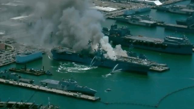Cháy nổ dữ dội trên siêu tàu đổ bộ tấn công Mỹ trị giá tỷ USD, có nguy cơ bị chìm