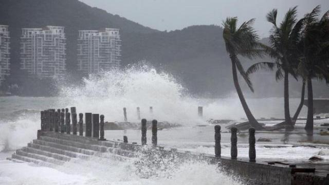 Cơn bão số 6 'xé toang' khu vực bờ biển Trung Quốc