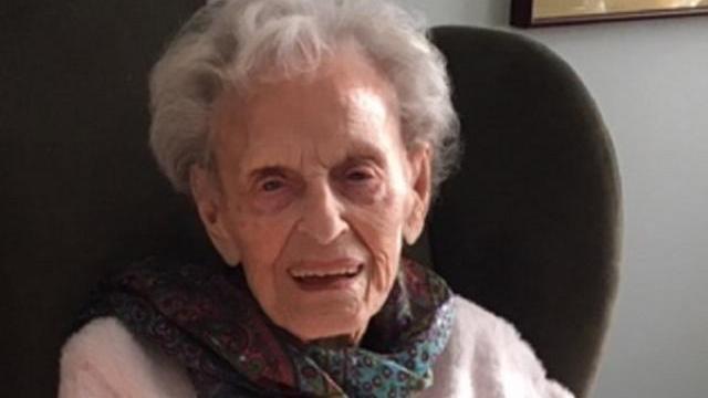 """Cụ bà 102 tuổi chiến thắng dịch Covid-19: """"Nó không tệ chút nào"""""""