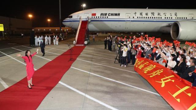 """""""Công chúa Huawei"""" được chào đón bằng thảm đỏ như lãnh đạo quốc gia"""