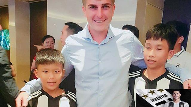 Các cầu thủ tại Lễ ra mắt Học Viện Bóng Đá Juventus Việt Nam